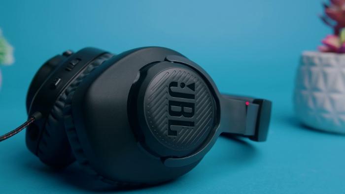 Close-up of black JBL Quantum 100