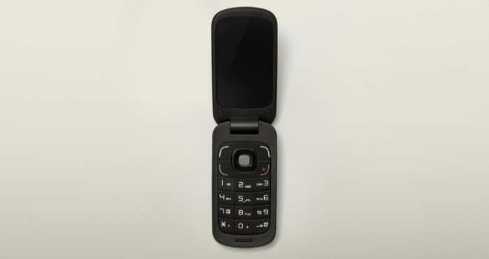 Flip Phones vs. Smartphones: Which Is Better for You?